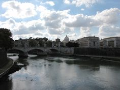Ponte Sant'Angelo - Roma, Lazio Panorama di San Pietro dal ponte.