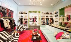 Kate Spade is one of our favourite Covent Garden retail neighbours. Check out the arresting use of pattern and colour in their store.