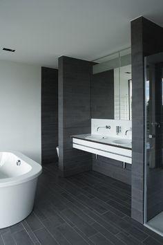 cooles badezimmer einrichten - schwarz, weiß und grau | Bad ... | {Badezimmer fliesen grau weiß 89}