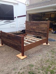 Pallet Furniture Projects - This recycled pallet bed frame has been achieved from the pallets wood which is low in cost but very high in quality and durability. Pallet Bedframe, Reclaimed Wood Headboard, Diy Pallet Bed, Diy Pallet Furniture, Diy Pallet Projects, Home Projects, Furniture Design, Bedroom Furniture, Pallet Patio