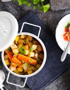 Tuorekset-reseptit -  Kasvis-kalkkunapata. Chana Masala, Salsa, Mexican, Ethnic Recipes, Food, Essen, Salsa Music, Meals, Yemek