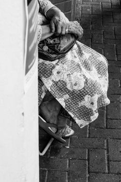 London calling is a serie of street photographs taken by Aurelia Kamhi in the city of London. For more pictures or prints contact the photographer by email.
