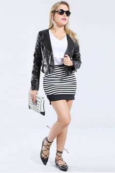 LOOK BLACK AND WHITE <3 A blusa branca básica ganha um visual mais interessante combinada a uma saia listrada e uma jaqueta biker!  Encontrei aqui vem ver! http://imaginariodamulher.com.br/look/?go=2ai3FbN