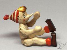 Spielzeug Pinocchio  Holz  rot schwarz weiß von GeorgiaWoodenToys