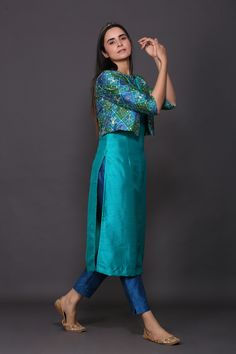 patola printed jacket paired with cotton silk suit set Best Picture For workout clothes for women For Your Taste You are looking for something, and it is going to tell you exactly what you are looking Simple Kurti Designs, Kurta Designs Women, Salwar Designs, Kurti Designs Party Wear, New Kurti Designs, Stylish Blouse Design, Fancy Blouse Designs, Designs For Dresses, Stylish Kurtis Design