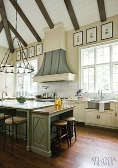 Gorgeous Kitchen. Amy Morris design with comfortable entertaining in mind. Atlanta Homes & Lifestyles.