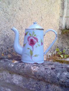 A French mid century coffee pitcher. Powder blue enamel with stencilled design and gold trim.  A sweet scruffy little coffee pot, several chips but still watertight.  Height 22cm, 8.5.  Item no 131.   If you are buying several items please contact me first for revised shipping costs.