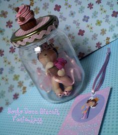 Joaninha Glamour com seu cupcake no potinho q de mel q roubei da minha mãe....rs | Flickr – Compartilhamento de fotos!