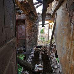 Abandoned house in Catalonia photo by David Juárez Ollé