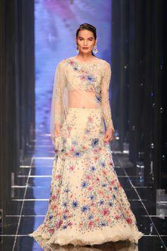 Tarun Tahiliani Fashion Week Summer Resort 2018 Lakme Fashion Week, Runway Fashion, Indian Dresses, Indian Outfits, Bridal Wardrobe, 1920s Dress, Flapper Dresses, Tarun Tahiliani, Vogue India