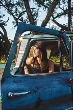 Country music singer photo shoot with an old rusted truck in a field. Click to view more from this shoot!