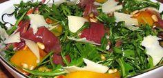 Reteta Salata de ruccola cu piersici, prosciutto s - Ruccola Salat Rezepte Prosciutto, Comfort Food, Vegan, Healthy Salad Recipes, Seaweed Salad, Good Food, Goodies, Food And Drink, Gluten Free