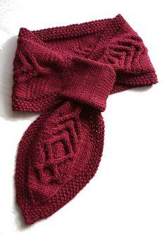 Ravelry: Neckwarmer 'Red Desire' pattern by Anja Nussbaumer - free pattern