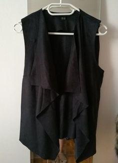 Kup mój przedmiot na #vintedpl http://www.vinted.pl/damska-odziez/marynarki-zakiety-blezery/17996882-czarna-kamizelka-z-materialu-skorkopodobnego