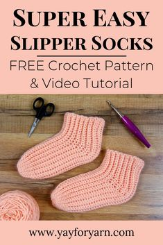 Socks Super Easy Slipper Socks - FREE Crochet Pattern These might be the easiest socks you& ever crochet! Worked sideways in rows for extra stretch and comfort, these simple crochet socks will keep your toes toasty warm. Easy Crochet Slippers, Crochet Baby Socks, Crochet Slipper Pattern, Crochet Toddler, Crochet Boots, Free Crochet, Crochet Patterns, Simple Crochet, Crochet Sock Pattern Free