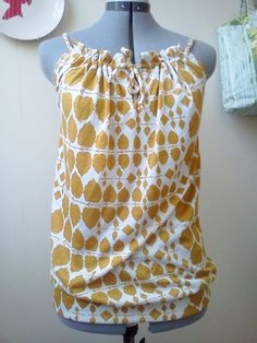 Free Adult pillow case top tutorial- love this! This looks like the first thing I ever made but I used a pattern. Dress Tutorials, Sewing Tutorials, Sewing Patterns, Sewing Ideas, Sewing Hacks, Sewing Crafts, Sewing Projects, Diy Crafts, Diy Clothing