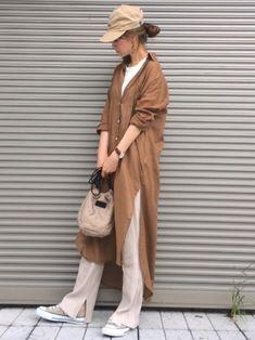 オン・オフともに大活躍!秋の足元はベージュスニーカーにお任せ♡ - LOCARI(ロカリ) Japanese Minimalist Fashion, Minimalist Fashion Women, Minimal Fashion, Japanese Fashion, Baddie Outfits Casual, Hipster Outfits, Trendy Outfits, Cool Outfits, Daily Fashion