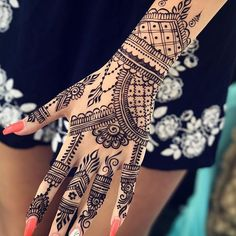 50 Most beautiful Simple Mehndi Design (Simple Henna Design) that you can apply on your Beautiful Hands and Body in daily life. Henna Tattoo Hand, Henna Tatoos, Tattoo Dotwork, Henna Nails, Henna Ink, Henna Mehndi, Foot Henna, Mehendi, Simple Henna Tattoo
