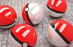 Para escaparem de um dilúvio, diversos animais foram colocados em uma arca de formato esférico pelo primeiro mestre Pokémon da história.