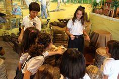 Algunos de los alumnos de la Escuela de Pusol viendo y aprendiendo el oficio del trenzado de palma blanca http://www.museopusol.com/es/noticias/?id=97&cat=9&dat=12%202014