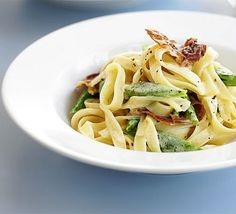 Runner bean & prosciutto pasta recipe, With just five ingredients, this is the perfect pasta dish to have up your sleeve on a lazy day Prosciutto, Bean Recipes, Pasta Recipes, Dinner Recipes, Bbc Good Food Recipes, Cooking Recipes, Yummy Food, Runners Meal Plan