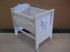 Catre Mini Cuna-cuarto De Bebe-laqueado-para Pequeños Espaci - $ 1.890,00 Se convierte en mesa de cambiar con madera vendida aparte.