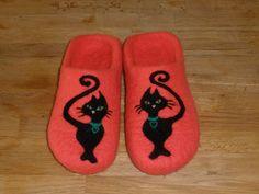 Women's Felt Cat Slippers - handmade felt organic wool comfortable house slippers by JanikasFeltSlippers on Etsy https://www.etsy.com/listing/214641300/womens-felt-cat-slippers-handmade-felt