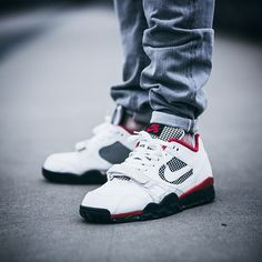 549dcf4b7161 Supreme x Nike Air Trainer II SB (by JH Photography) Street Outfit