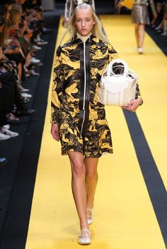 Carven Spring 2015 Ready-to-Wear Fashion Show - Eva Berzina (Women)