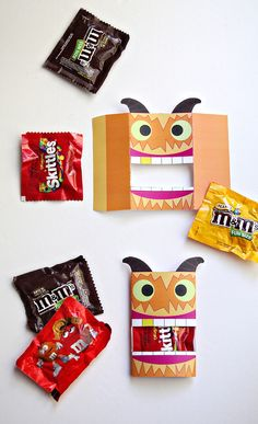 Give fun Halloween gifts to all of your neighbors this year with this quick Halloween Monster Candy Wrap. Download it for free at Smallful.com! #BooItForward