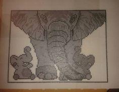 elefantmor med hendes 2 unger - den er lavet i midi og fylder 12 plader