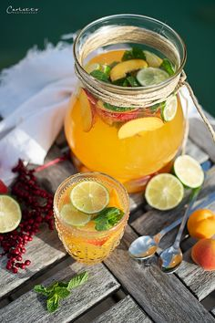 Apricot mint punch, punch recipe, apricot mint punch recipe, punch recipe with alcohol, make sweet d Cocktail Drinks, Cocktails, Prosecco Sparkling Wine, Kiss The Cook, Orange, Yummy Drinks, Healthy Lifestyle, Beverages, Punch