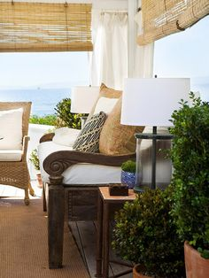 indoor furnishings in outdoor cabana,love this but white would never stay clean on my open porch Outdoor Living Rooms, My Living Room, Outdoor Spaces, Living Spaces, Outdoor Decor, Outdoor Daybed, Outdoor Cabana, Interior And Exterior, Interior Design