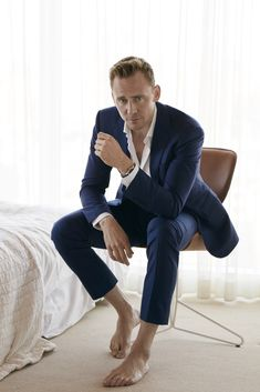 On the heels of news that he's dating Taylor Swift, Tom Hiddleston connects with W magazine for a feature in its August 2016 issue. Photographed by Mona Kuhn… Taylor Swift Bf, Gentleman Stil, Blonde Pony, Magazine Vogue, Magazine Photos, The Fashionisto, Barefoot Men, Stephen James, New Boyfriend