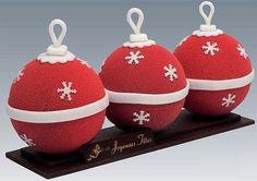 Bûches La Boule de Noël Création de chez Ladurée