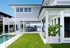 Awesome White Beach House Design - Home Style Beach Cottage Style, Beach House Decor, Style At Home, Casas California, Weatherboard House, Queenslander, Hamptons Style Homes, Hamptons Beach Houses, The Hamptons