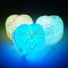 Sydämen muotoinen ruusukuvioinen väriävaihtava yövalo