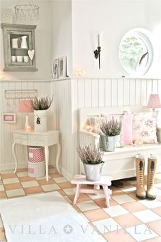 Charming Cottage Style Entry Room   Villa ✪ Vanilla ,love The Wall Boards.