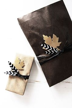 ✂ That's a Wrap ✂ diy ideas for gift packaging and wrapped presents - Fall wrap with leaves & feathers