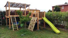 espace de jeu aire de jeu enfant extérieur toboggan mur d'escalade