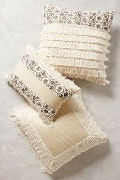 Fringe Pillows Frans pillow – the top home trends for spring 2018 Boho Cushions, Diy Pillows, Decorative Pillows, Throw Pillows, Moroccan Cushions, Pinterest Foto, Chevron Duvet Covers, Home Trends, Soft Furnishings