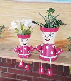 Clay pot polka dot girls. Flower Pot Art, Clay Flower Pots, Flower Pot Crafts, Clay Pot Projects, Clay Pot Crafts, Diy Clay, Flower Pot People, Clay Pot People, Painted Clay Pots