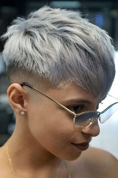 Stylish Androgynous Haircuts For All Hair Types And Hair Moods (2021 Update) ★ Short Punk Hair, Edgy Hair, Short Hair Cuts, Short Hair Styles, Crop Haircut, Fringe Haircut, Oval Face Haircuts, Short Pixie Haircuts, Androgynous Haircut