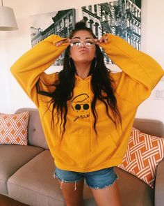I want to make my own sweater Streetwear, Andrea Russett, Foto Casual, Tumblr Girls, Trends, Spring Outfits, Desi, Cute Outfits, Asian