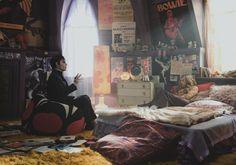 Hippie bedroom, the whole bedroom set. Johnny Depp and Chloe Moretz in Dark Shadows Movie Image Movie Bedroom, 70s Bedroom, Room Ideas Bedroom, Girls Bedroom, Teenage Bedrooms, Punk Bedroom, Bedroom Designs, Modern Bedroom, Bohemian Bedrooms