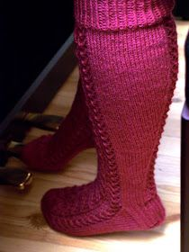 KARDEMUMMAN TALO: Soittajan sukat One Color, Colour, Yarn Colors, Knitting Socks, Ravelry, Slippers, Pattern, Fashion, Socks