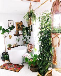 Trendy home inspiration bohemian apartment therapy Ideas, - Bohemian Home Style Bohemian Bathroom, Bohemian Decor, Boho Chic, Modern Bohemian, Bohemian Apartment, Decoration Plante, Bathroom Goals, Bathroom Ideas, Simple Bathroom