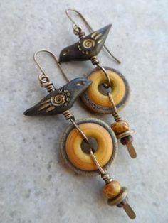 Idea for Fimo birds Jewelry Art, Beaded Jewelry, Handmade Jewelry, Jewellery, Wire Wrapped Earrings, Diy Earrings, Yellow Jewelry, Schmuck Design, Ceramic Jewelry