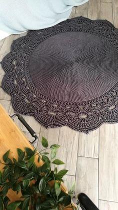 Col Crochet, Crochet Doily Rug, Crochet Carpet, Crochet Mandala Pattern, Crochet Placemat Patterns, Rag Rug Tutorial, Craft Room Decor, Crochet Home Decor, Handmade Rugs