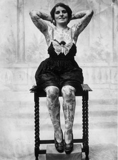 vintage everyday: Vintage Photos of Women Showing Their Tattoos !!! Love it